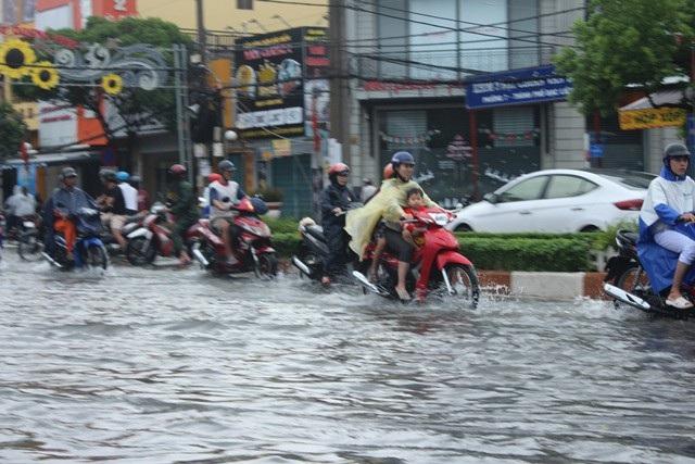 Ảnh hưởng bão số 1, Bạc Liêu - Cà Mau ngập nặng vì mưa lớn - 1