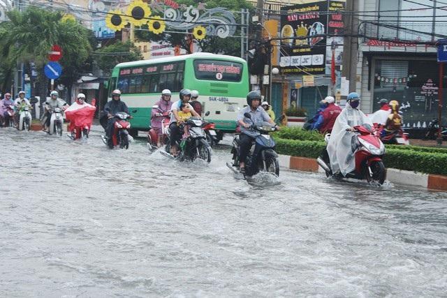 Mưa lớn gây ngập ở Bạc Liêu sau hoàn lưu bão số 1. (Ảnh: CTV)
