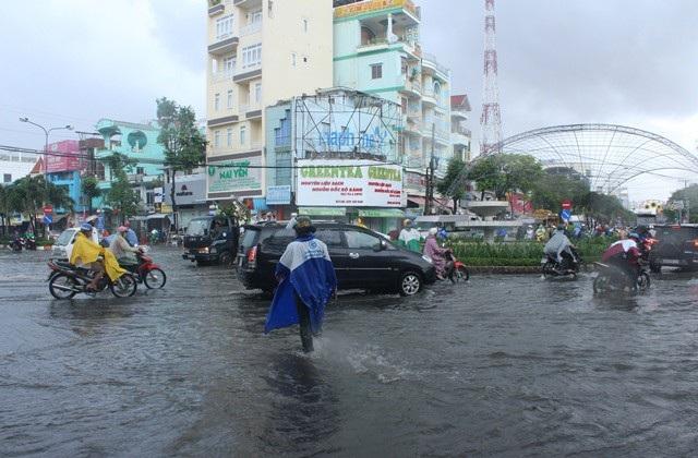 Ảnh hưởng bão số 1, Bạc Liêu - Cà Mau ngập nặng vì mưa lớn - 2
