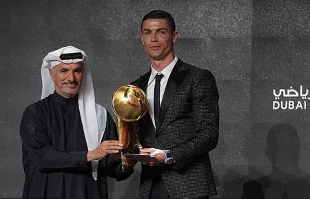 """C.Ronaldo bất ngờ """"đọ nắm đấm"""" với nhà vô địch quyền anh thế giới - Ảnh 3."""