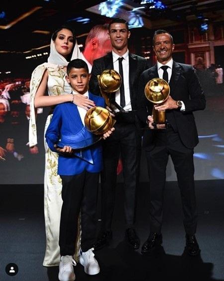 """C.Ronaldo bất ngờ """"đọ nắm đấm"""" với nhà vô địch quyền anh thế giới - Ảnh 4."""