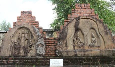 Hai bức phù điêu lá nhĩ Trà Liên 1 và Trà Liên 2 đã được Chính phủ công nhận là bảo vật quốc gia.