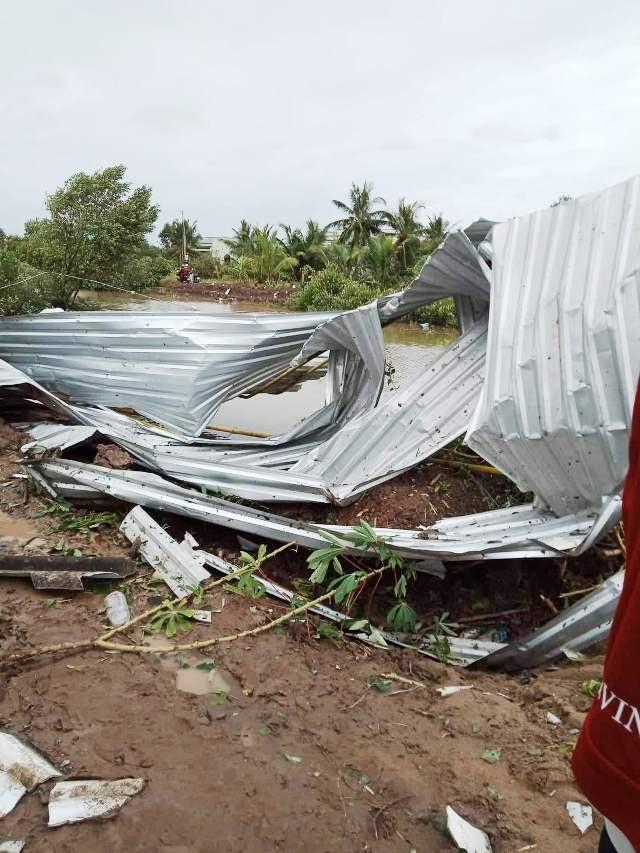 Cảnh tan hoang ở vùng ven biển Bạc Liêu sau lốc xoáy, mưa lớn - 5