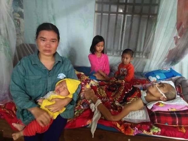 Khi anh Thiện gặp nạn cũng là khi chị Lộc chuyển dạ sinh con thứ 4. Mất lao động chính, đang nuôi 4 đứa con thơ dại khiến chị Lộc như lâm vào đường cùng.