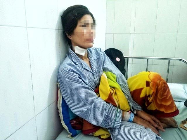 Bà Hoa đang được điều trị tại bệnh viện