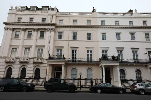 Chiêm ngưỡng căn biệt thự cổ ở Anh có giá hơn 1.700 tỷ đồng - Ảnh 1.