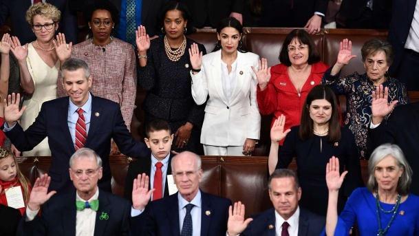 Các nghị sĩ Mỹ tuyên thệ hôm 3/1 (Ảnh: AFP)