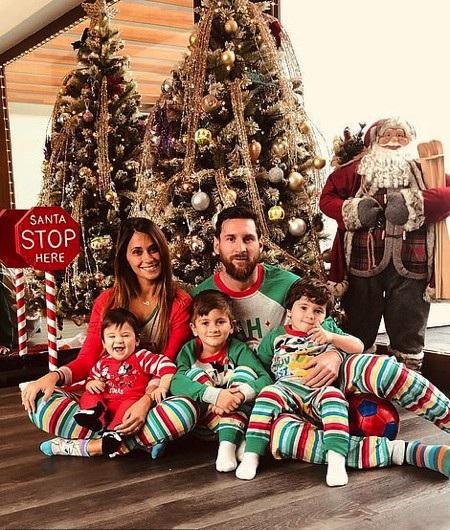 """Cận cảnh kỳ nghỉ năm mới cho thấy Messi """"làm hết sức, chơi hết mình"""" - Ảnh 1."""
