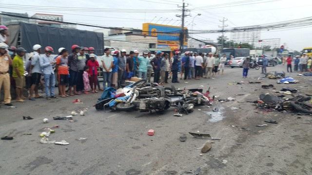 Vụ tai nạn kinh hoàng tại ngã tư Bến Lức (Long An).