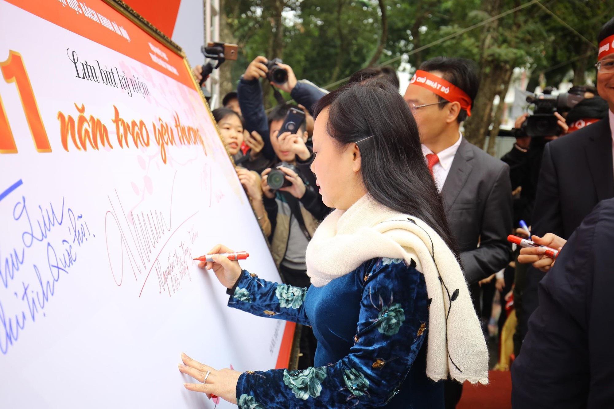 Hoa hậu Trần Tiểu Vy, cầu thủ Đình Trọng, Văn Quyết kêu gọi hiến máu tình nguyện - Ảnh 3.