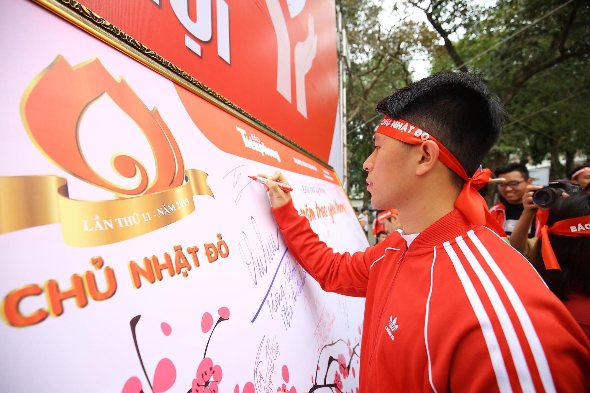 Hoa hậu Trần Tiểu Vy, cầu thủ Đình Trọng, Văn Quyết kêu gọi hiến máu tình nguyện - Ảnh 4.