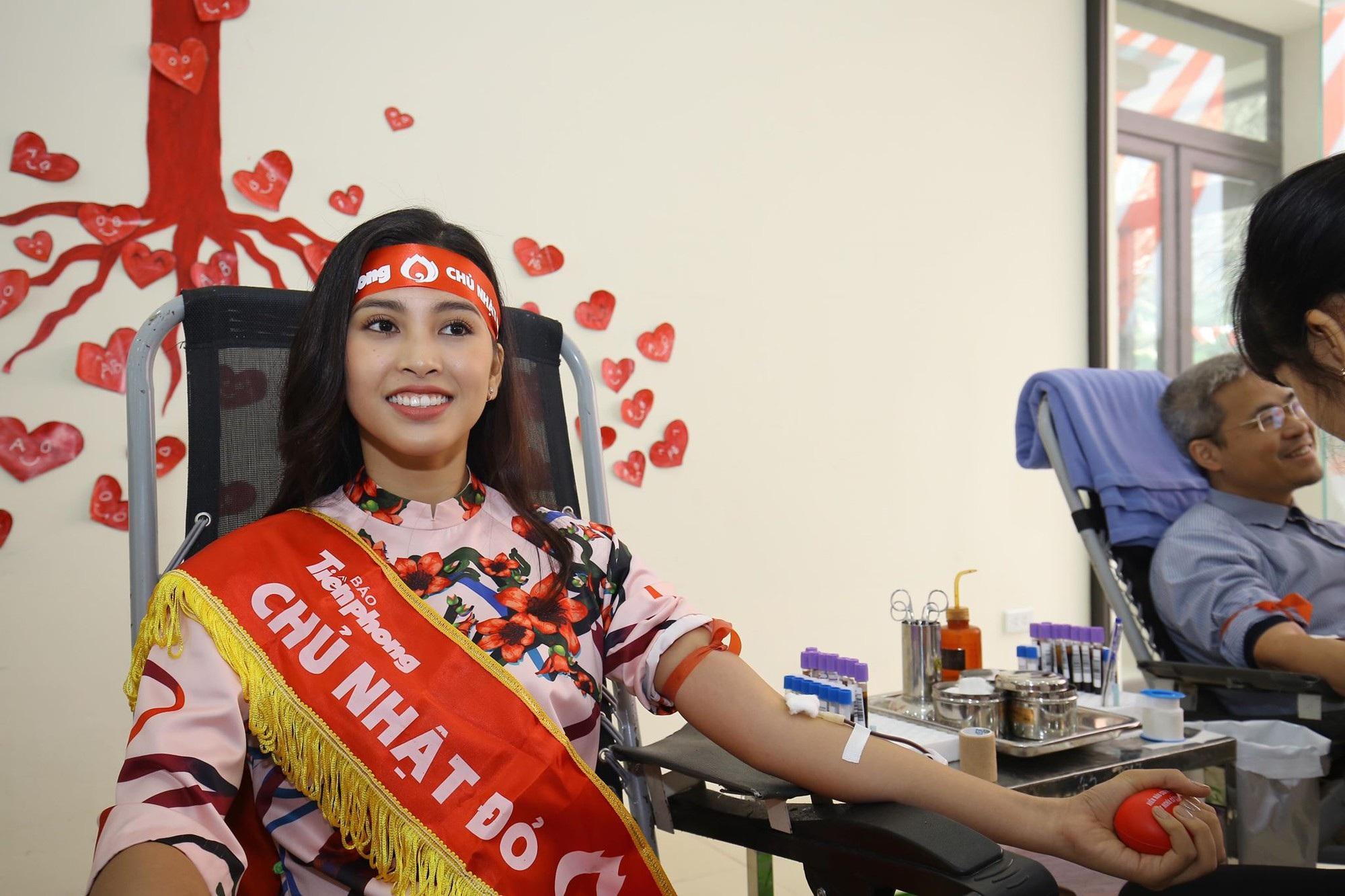 Hoa hậu Trần Tiểu Vy, cầu thủ Đình Trọng, Văn Quyết kêu gọi hiến máu tình nguyện - Ảnh 2.