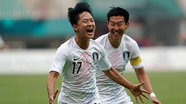 Lee Seung Woo (số 17) được triệu tập lên đội tuyển Hàn Quốc ngay trước giờ G