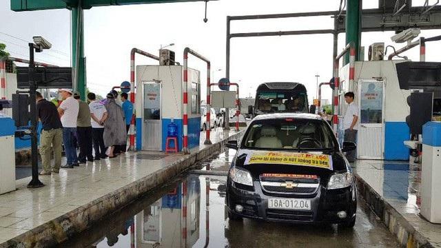 Nhiều lái xe phản đối BOT Mỹ Lộc trong tháng 8/2018 khiến việc thu phí của Tasco phải tạm dừng.