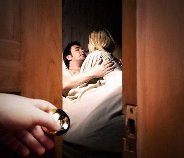 Chiêu giành lại chồng tinh vi của người vợ bị chồng phản bội - Ảnh 1.