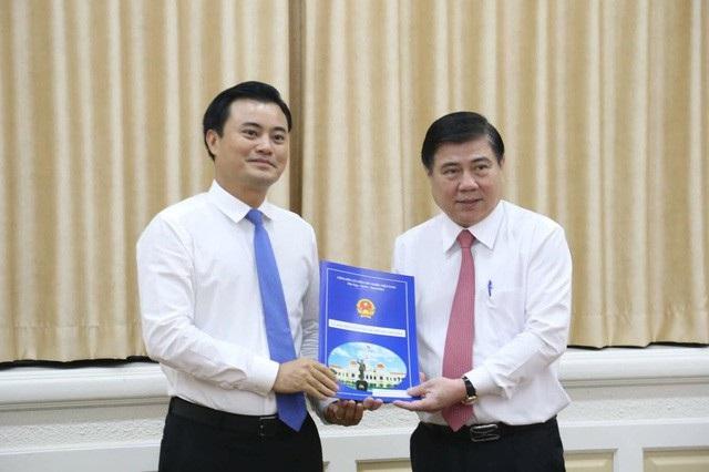 Chủ tịch UBND TPHCM Nguyễn Thành Phong trao quyết định điều động ông Bùi Xuân Cường giữ chức Trưởng Ban Quản lý Đường sắt đô thị TPHCM
