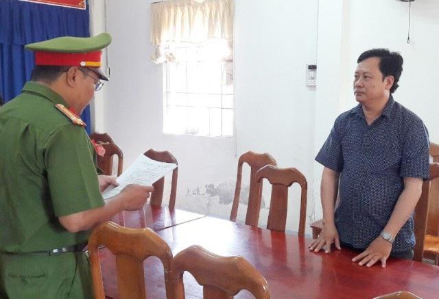 Bắt 2 cán bộ phòng khám không liên quan đến khiếu kiện Chủ tịch tỉnh Cà Mau - Ảnh 2.