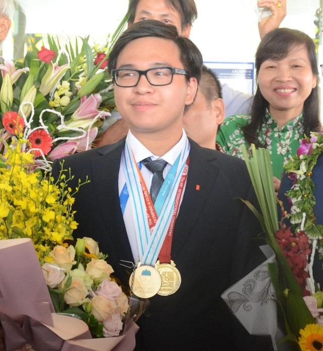 Tuyển thủ Quang Hải lọt top 10 Gương mặt trẻ tiêu biểu Thủ đô 2018 - 4