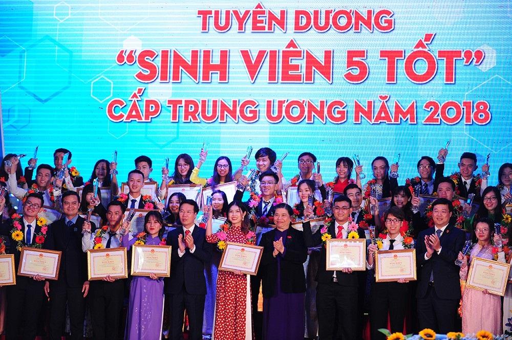 Tuyên dương 190 Sinh viên 5 tốt xuất sắc nhất trên cả nước - Ảnh 1.