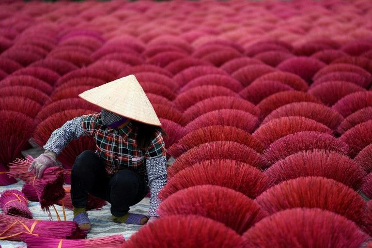 Báo Pháp viết về làng sản xuất hương của Việt Nam - Ảnh 1.