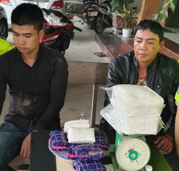 Bắt đối tượng vận chuyển hơn 17.000 viên ma túy tổng hợp - Ảnh 2.