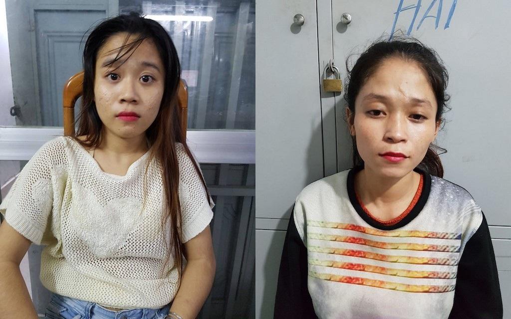 2 cô gái kéo túi xách trộm điện thoại của người dừng đèn đỏ - Ảnh 1.