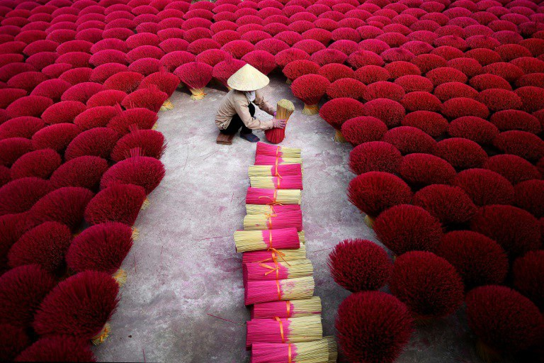 Báo Pháp viết về làng sản xuất hương của Việt Nam - Ảnh 4.