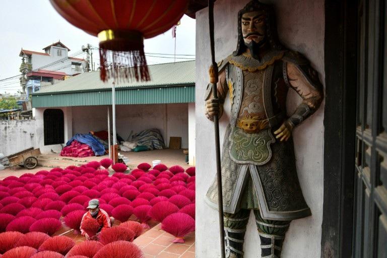Báo Pháp viết về làng sản xuất hương của Việt Nam - Ảnh 5.
