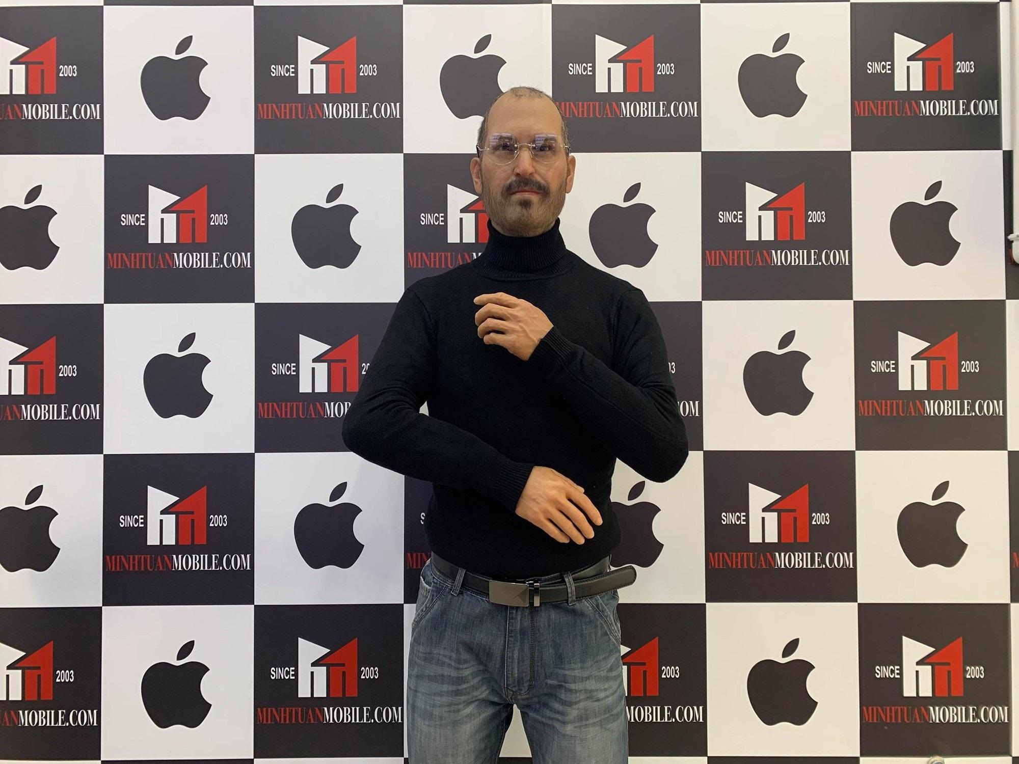 Tượng sáp phù thủy Steve Jobs gây chú ý tại TP HCM - Ảnh 1.