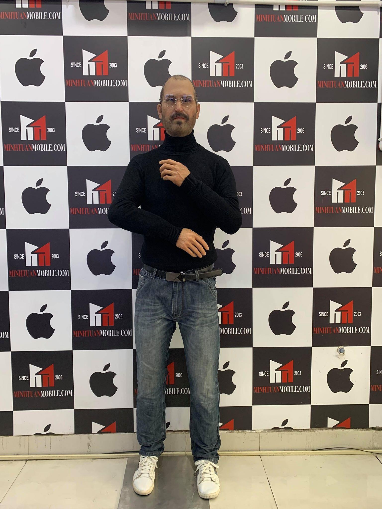 Tượng sáp phù thủy Steve Jobs gây chú ý tại TP HCM - Ảnh 2.