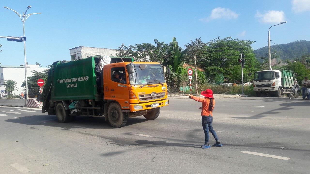 Đà Nẵng: Dân chặn xe vào bãi rác, đề nghị đối thoại với lãnh đạo thành phố - Ảnh 4.