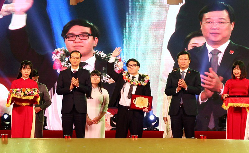 Nam sinh 2 lần giành HCV Olympic Hoá học quốc tế là Gương mặt trẻ Thủ đô 2018 - Ảnh 2.