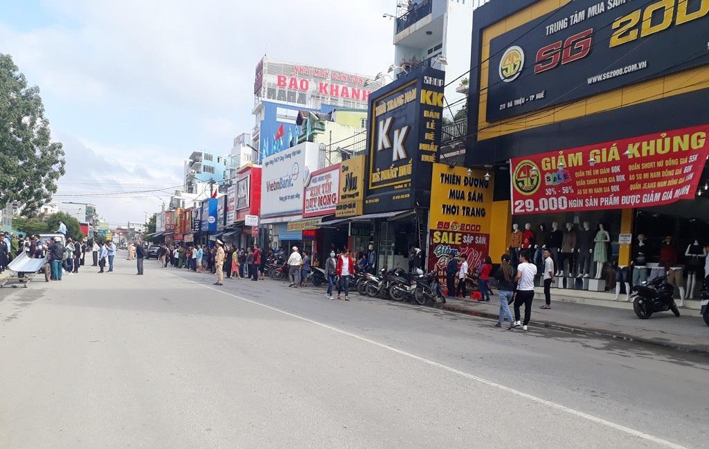 Phong toả trung tâm mua sắm trái phép chống lệnh Chủ tịch tỉnh Thừa Thiên Huế! - Ảnh 4.