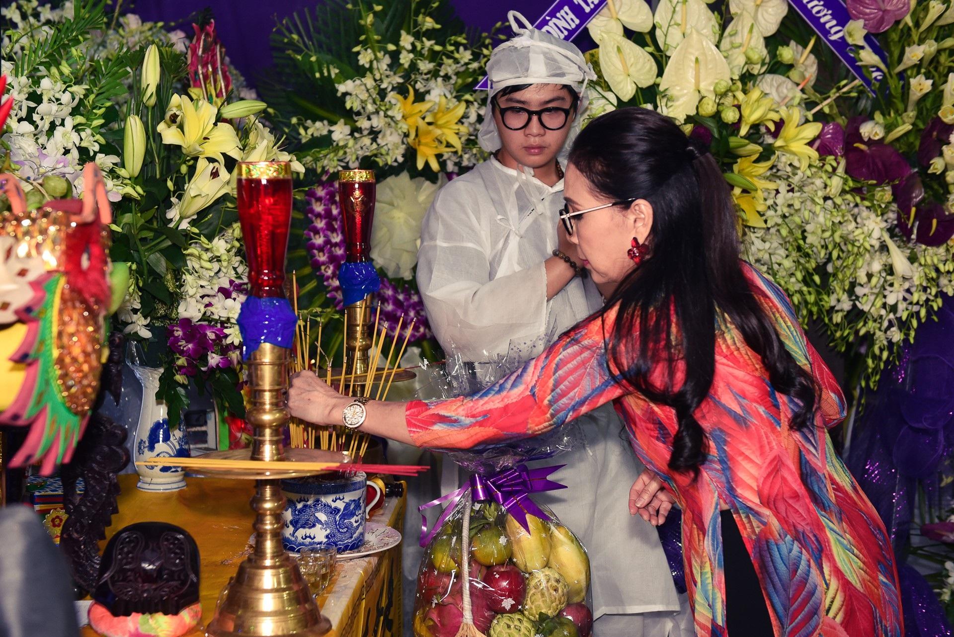 Kim Xuân, Quyền Linh, Anh Đức… xúc động khi đến viếng diễn viên Mạnh Tràng - Ảnh 3.