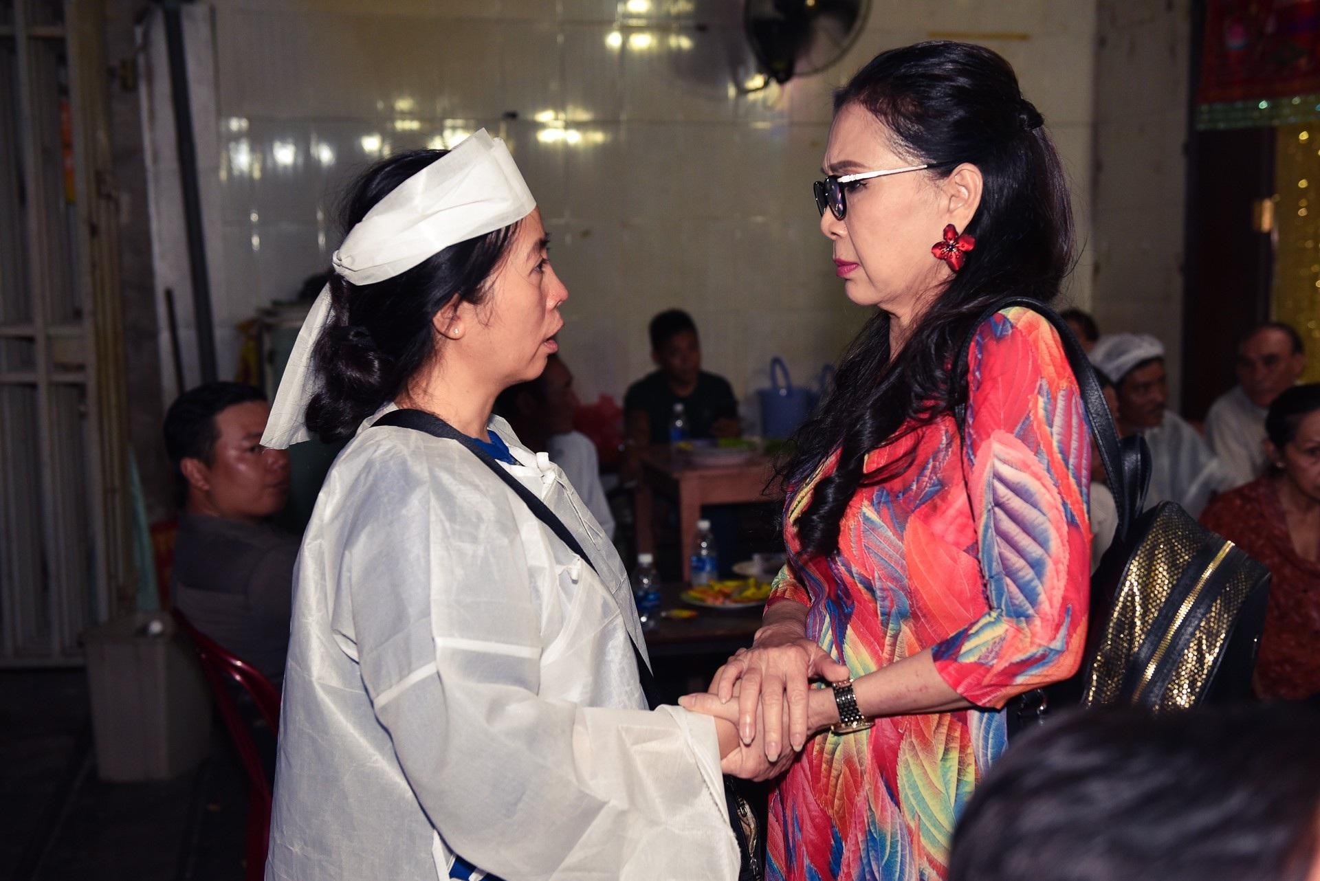Kim Xuân, Quyền Linh, Anh Đức… xúc động khi đến viếng diễn viên Mạnh Tràng - Ảnh 4.