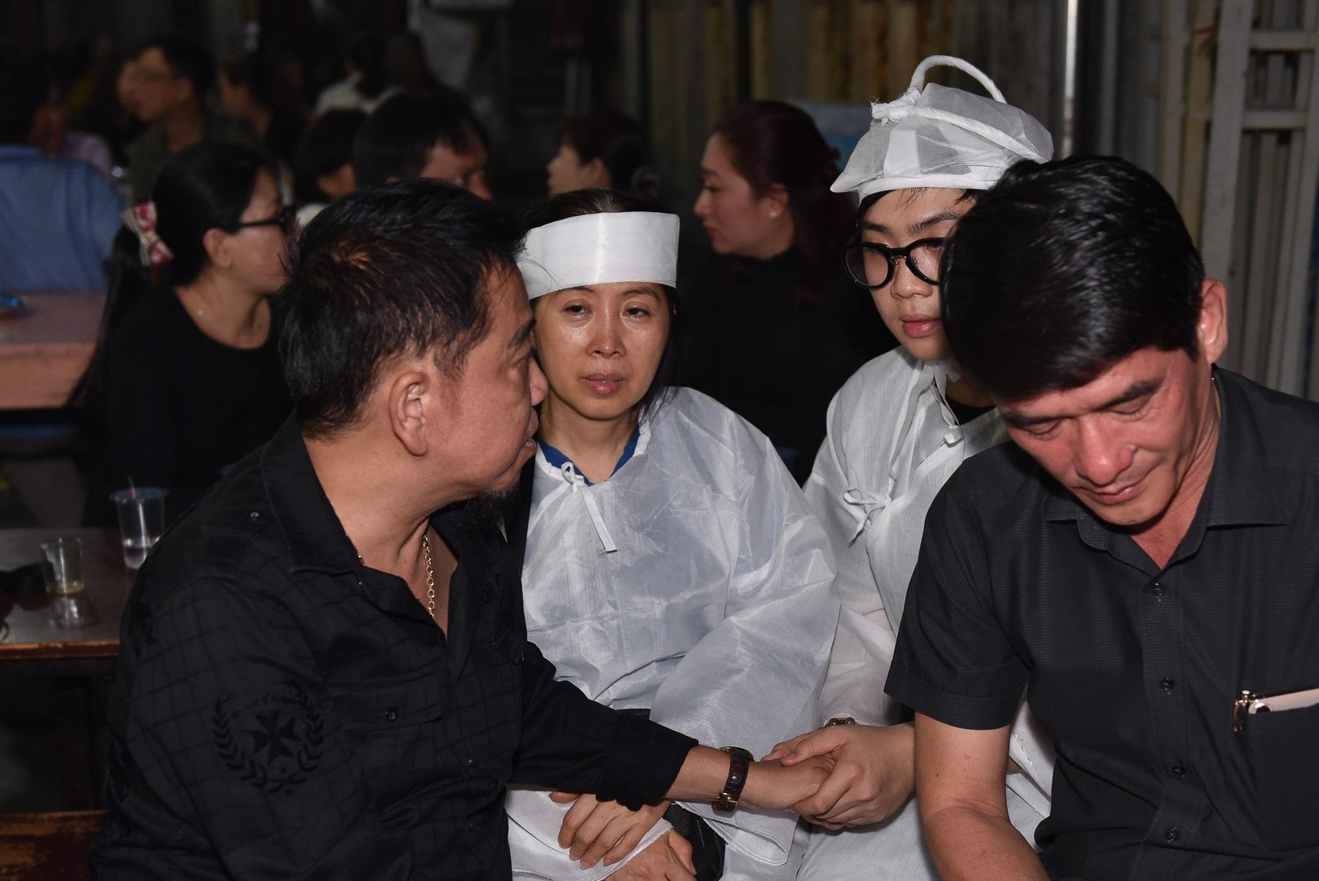 Kim Xuân, Quyền Linh, Anh Đức… xúc động khi đến viếng diễn viên Mạnh Tràng - Ảnh 6.
