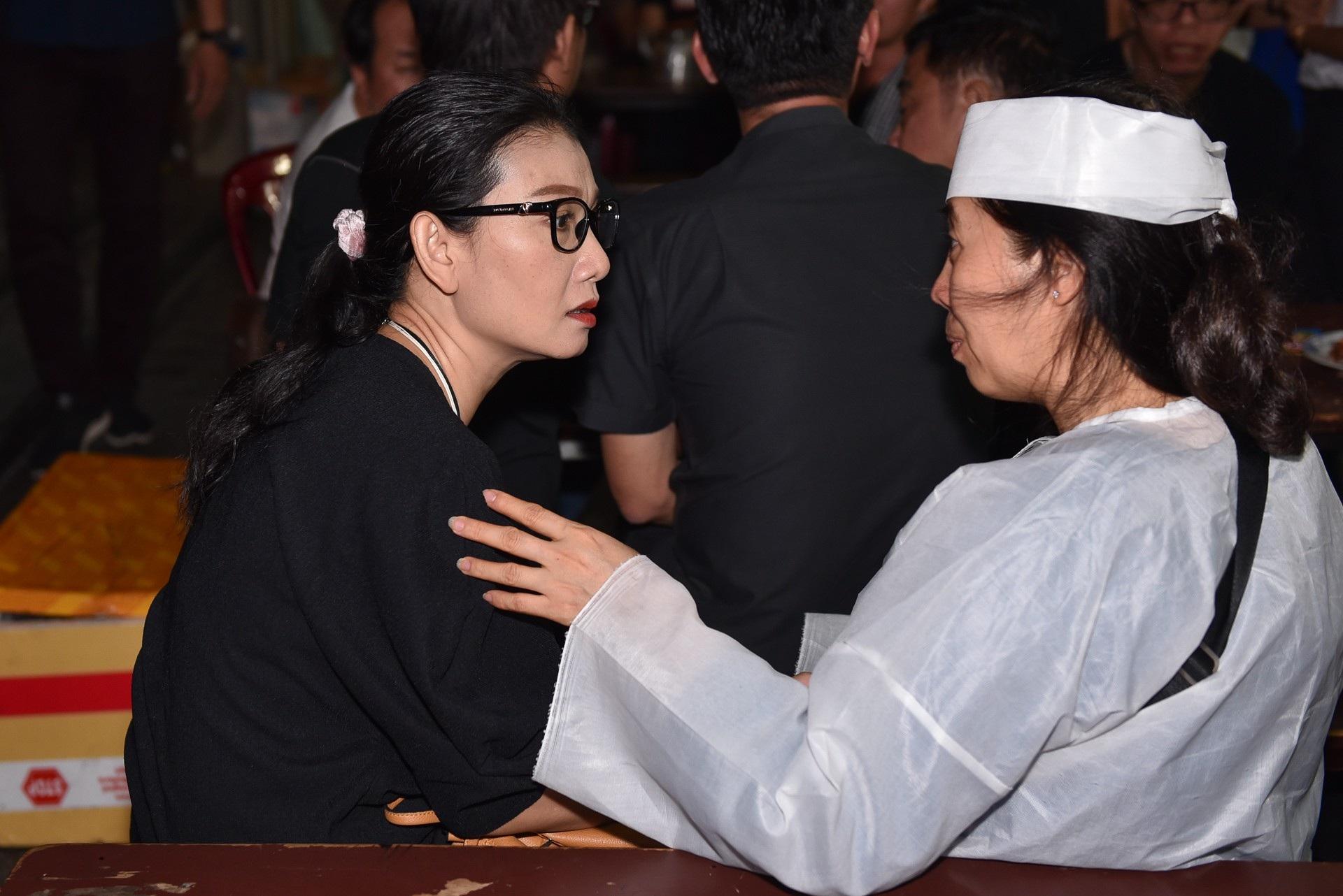 Kim Xuân, Quyền Linh, Anh Đức… xúc động khi đến viếng diễn viên Mạnh Tràng - Ảnh 7.