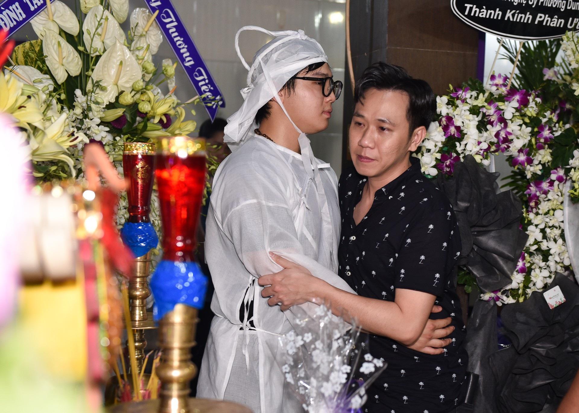Kim Xuân, Quyền Linh, Anh Đức… xúc động khi đến viếng diễn viên Mạnh Tràng - Ảnh 9.
