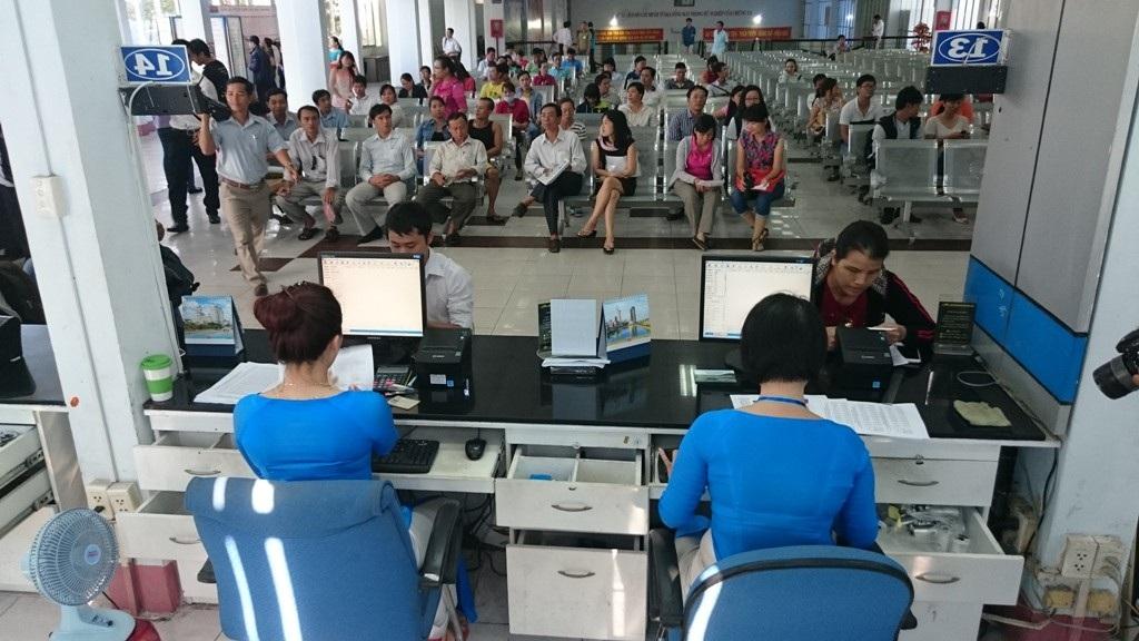 """Bảo vệ ga Sài Gòn bị tố """"cò"""" vé, ôm tiền của khách bỏ trốn - Ảnh 1."""