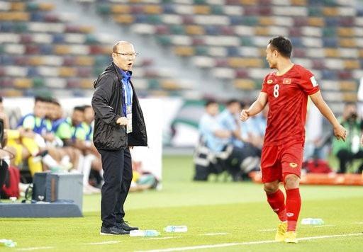 HLV Park Hang Seo thừa nhận Văn Lâm đứng sai vị trí ở bàn thua cuối - Ảnh 2.