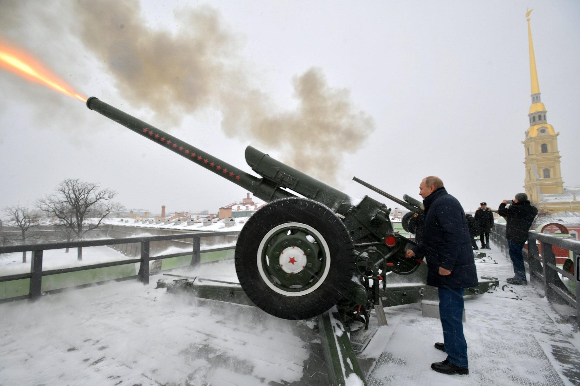Tổng thống Putin tiết lộ từng là trung úy đơn vị pháo binh - Ảnh 2.