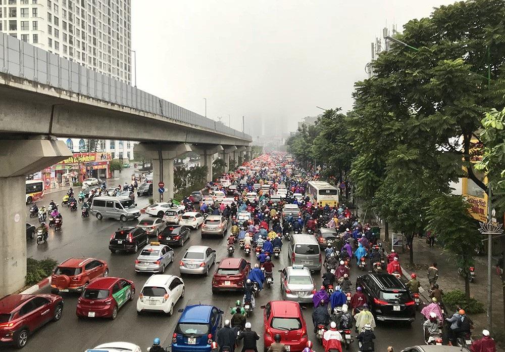 Nhà cao tầng ở Hà Nội chìm trong mây mù - Ảnh 9.