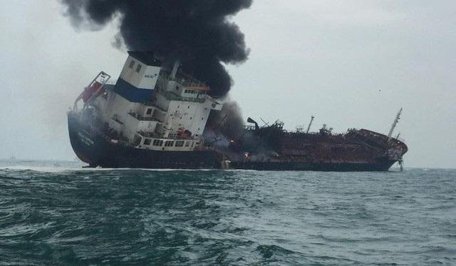 Bộ Ngoại giao thông tin vụ tàu dầu Việt Nam bị cháy trên vùng biển Hong Kong - Ảnh 1.