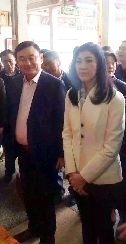 Ông Thaksin và bà Yingluck tại Trung Quốc. (Ảnh: SCMP)