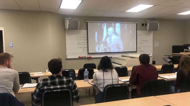 Giáo sư Mỹ đưa 10 sinh viên tới Việt Nam tìm hiểu về văn hóa, lịch sử  - Ảnh 1.