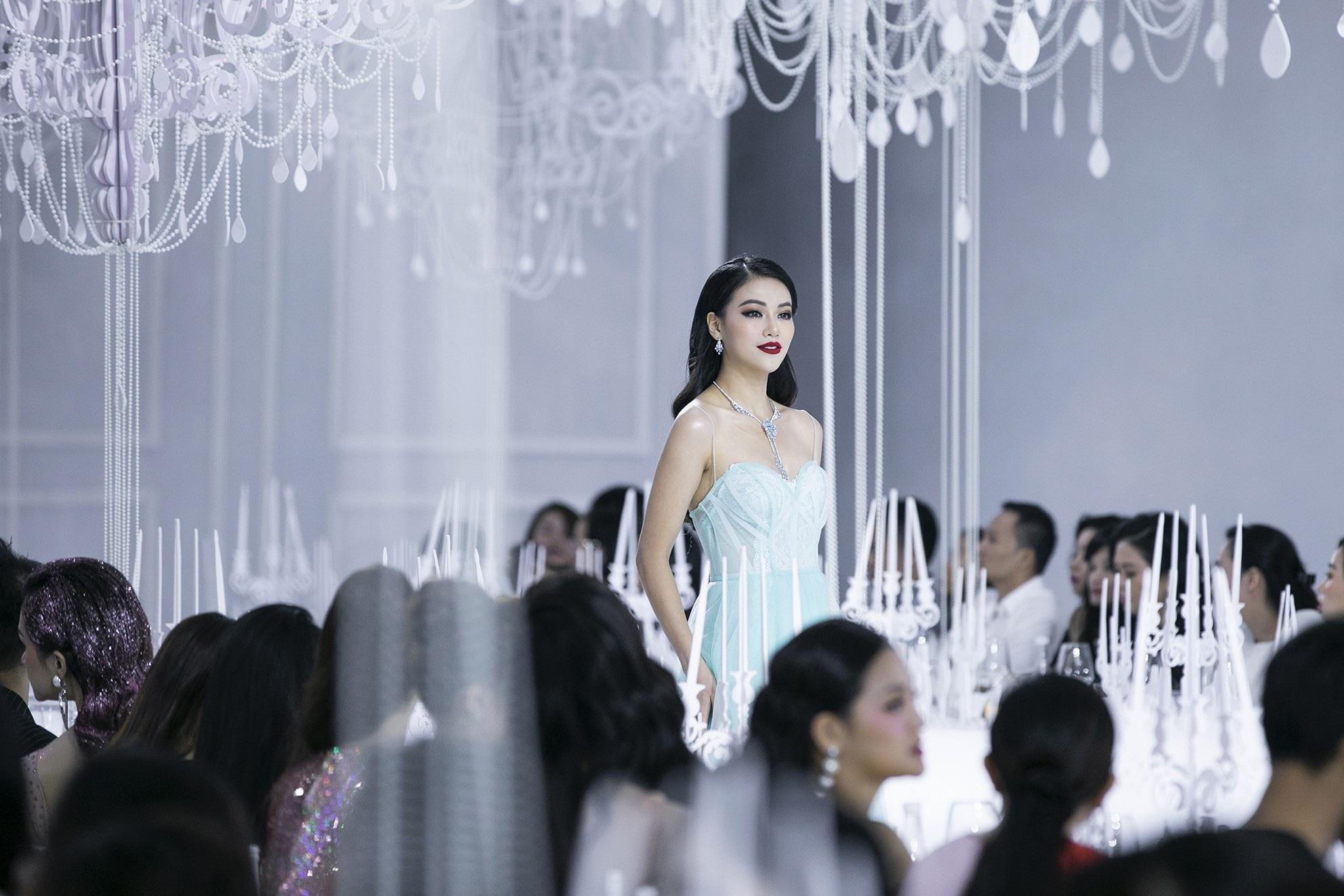 Sau 5 năm vắng bóng, Mai Phương Thuý bất ngờ làm vedette cùng Hồ Ngọc Hà, Hoàng Yến - Ảnh 11.