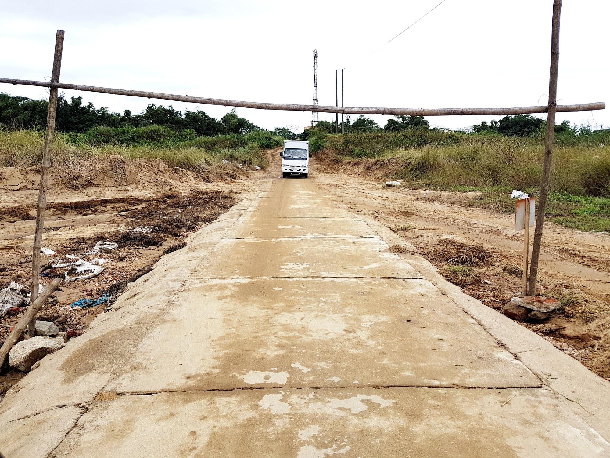 Gần 300 hộ dân giữa sông Thu Bồn chờ một cây cầu - Ảnh 1.