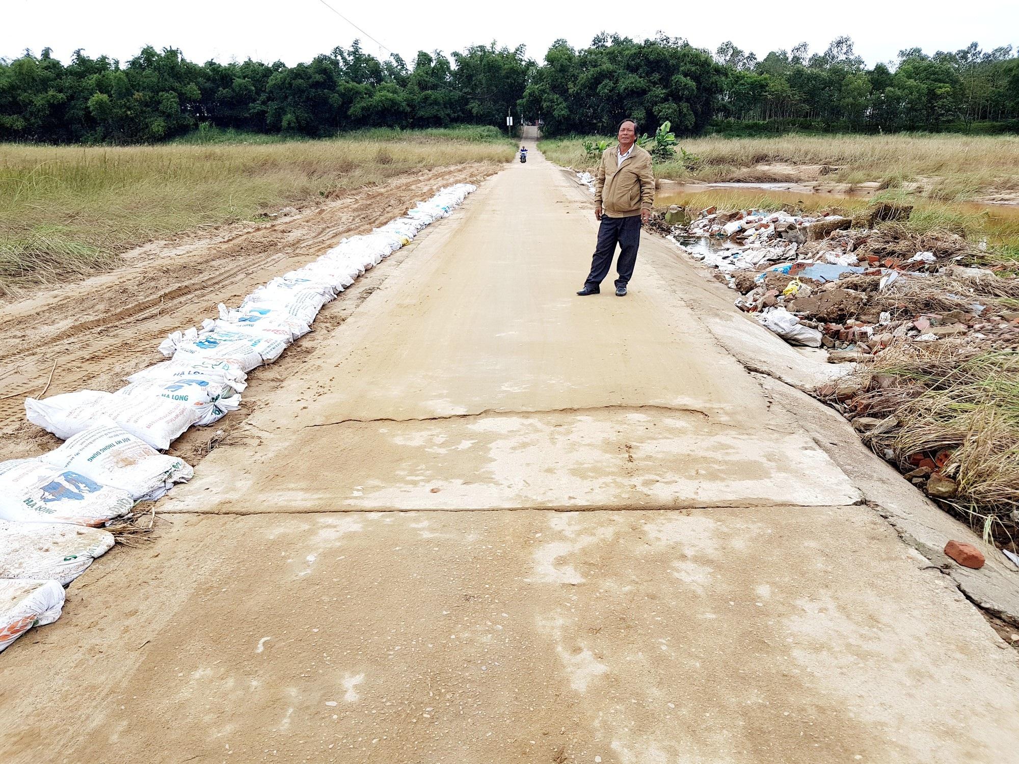 Gần 300 hộ dân giữa sông Thu Bồn chờ một cây cầu - Ảnh 2.