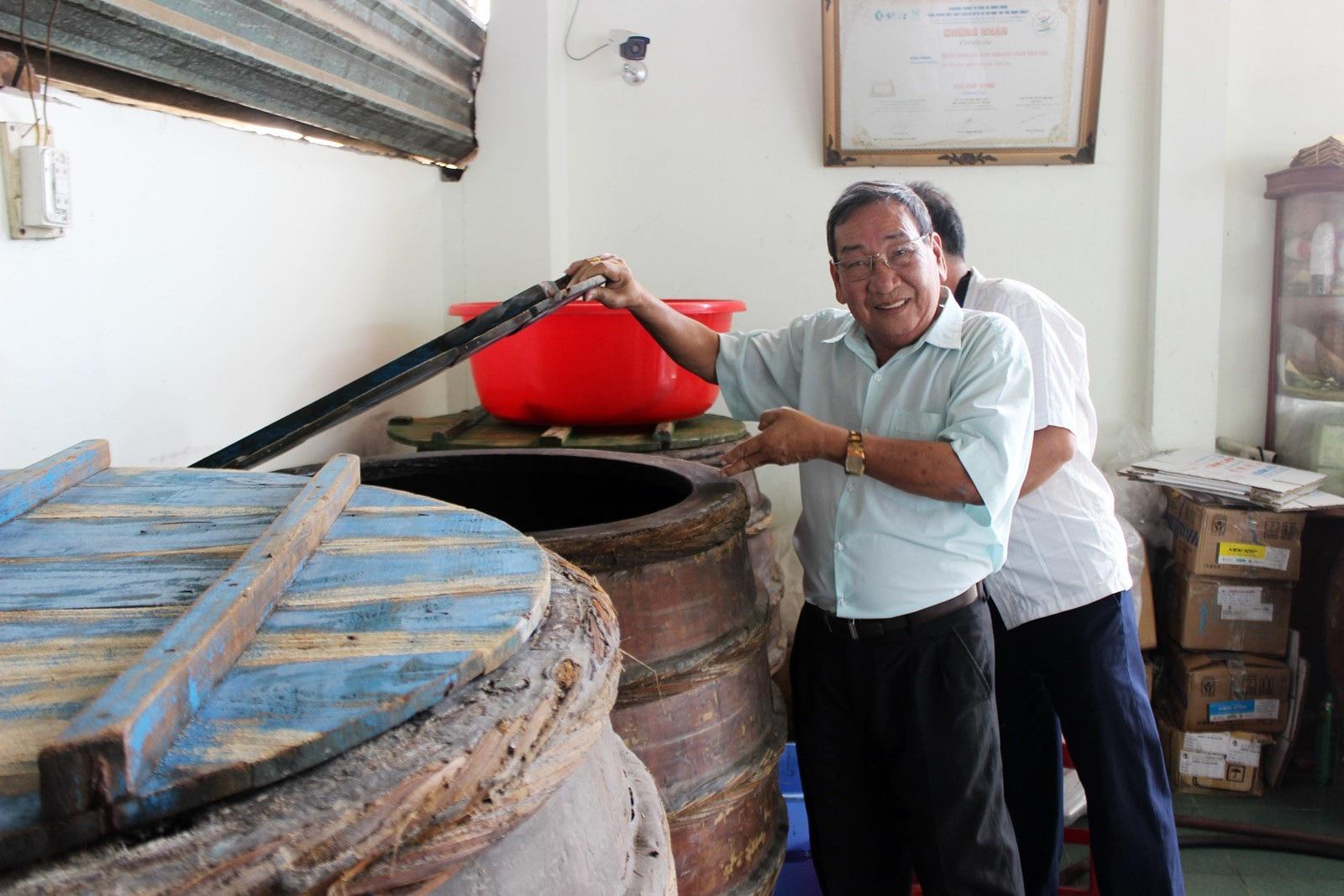 Giáp Tết: Làng nghề nước mắm Phú Yên nhộn nhịp vào vụ - Ảnh 5.