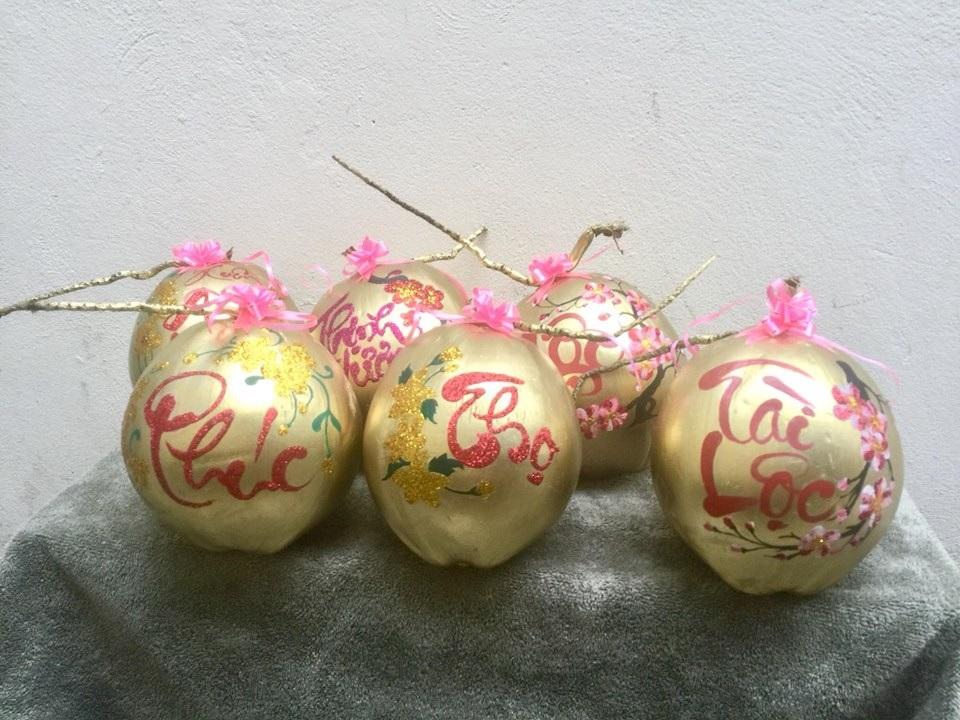 Dừa vàng khắc thư pháp: Hàng độc chơi Tết, dân buôn bán nghìn quả - Ảnh 4.